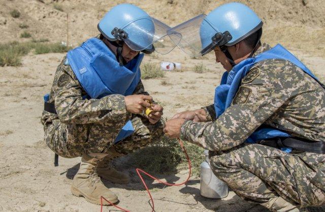 U.S. soldiers teach demining in Tajikistan