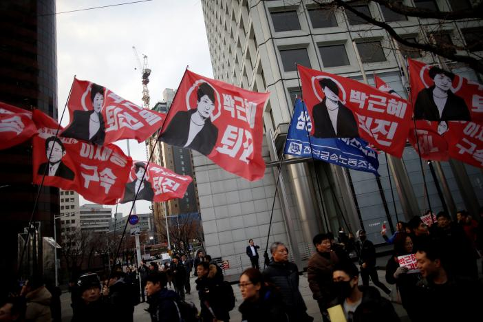 South Korean opposition differs on Park impeachment with no end to crisis in sight