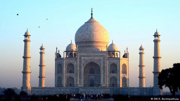 Twin bombings in Taj Mahal city of Agra in India following IS threats