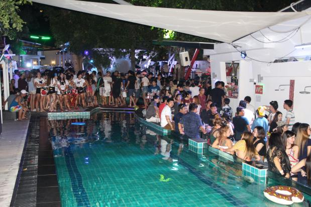 150 partygoers in Pattaya nabbed for drugs   Please credit and share this article with others using this link:http://www.bangkokpost.com/news/crime/1279642/150-partygoers-in-pattaya-nabbed-for-drugs.