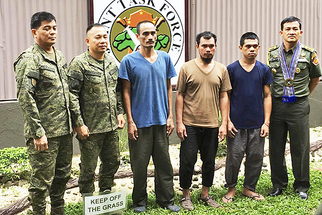 Philippines: Military operations to continue despite Abu threats to behead hostages