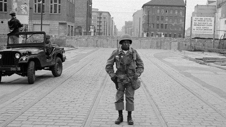 Ost Deutschland 1961: Documenting American segregation at the Berlin Wall