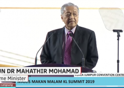 OIC divisions deepen: Mahathir Mohamad: Muslim world 'in a state of crisis'