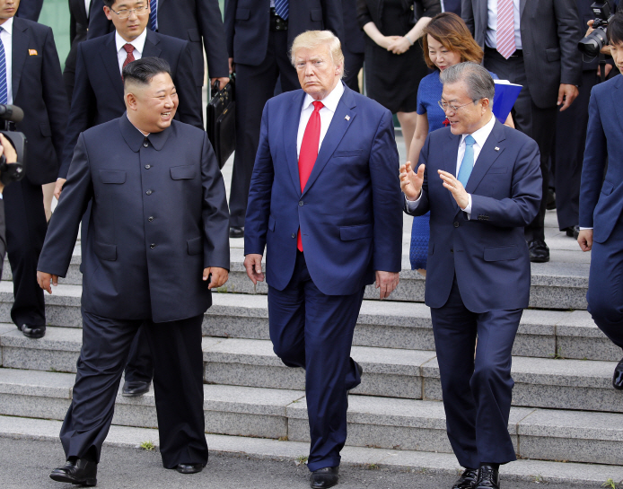 What is happening or going to happen!? South Korea: 'Desperate need' to improve North Korea ties
