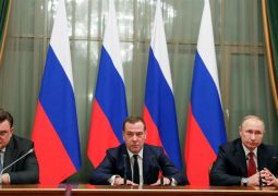 Medvedev gov't quits after Putin proposes constitutional reform
