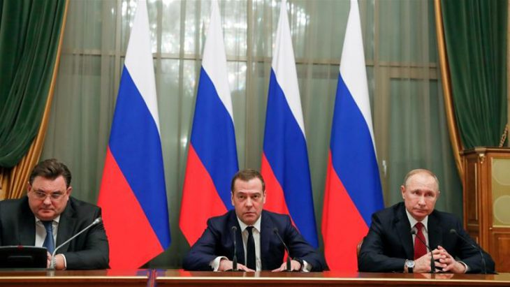 Medvedev gov't quits after Putin proposes constitutional reform